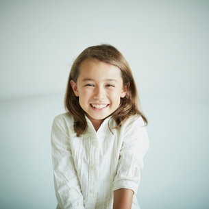 笑顔の女の子の写真素材 [FYI02053198]