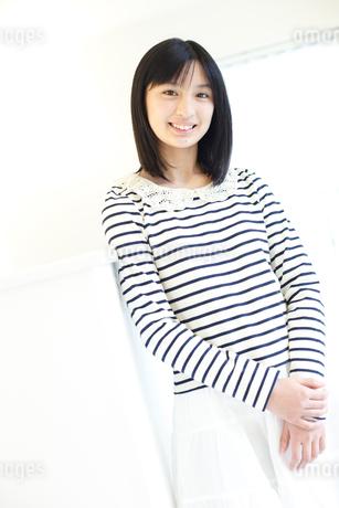 笑顔の女の子の写真素材 [FYI02053232]