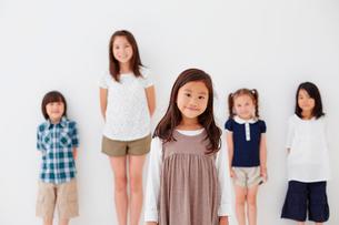 5人の子供達の写真素材 [FYI02053281]