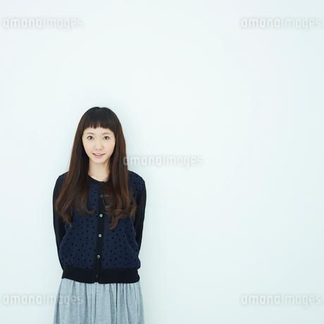 若い女性のポートレートの写真素材 [FYI02053508]