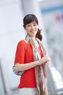 笑顔の女性の写真素材 [FYI02053757]
