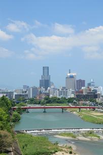 広瀬川と仙台市の街並み 宮城県の写真素材 [FYI02053776]