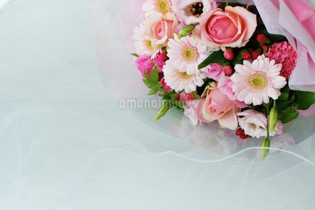 ピンクの花束の写真素材 [FYI02053837]