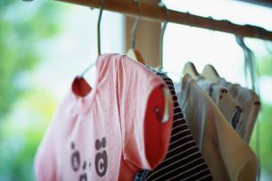 家の中の子供の洗濯物の写真素材 [FYI02053930]