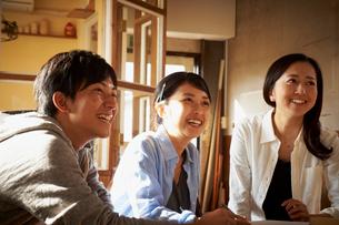 笑顔の若者達の写真素材 [FYI02053968]