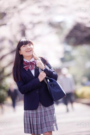 笑顔の女子中学生の写真素材 [FYI02054186]
