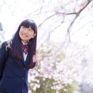 笑顔の女子中学生の写真素材 [FYI02054704]