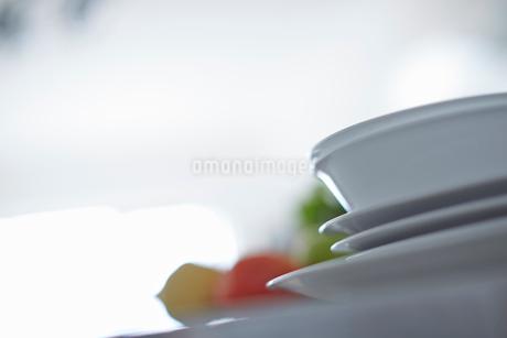 重ねた皿の写真素材 [FYI02054853]