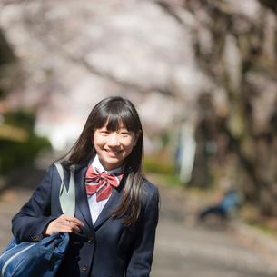笑顔の女子中学生の写真素材 [FYI02054872]
