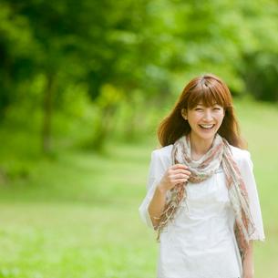 笑顔の女性の写真素材 [FYI02054919]