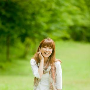 笑顔の女性の写真素材 [FYI02055071]