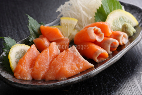 トキシラズ 鮭の刺身の写真素材 [FYI02055081]