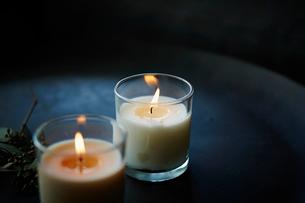 キャンドルの灯りの写真素材 [FYI02055387]