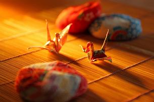 折鶴とお手玉の写真素材 [FYI02055530]