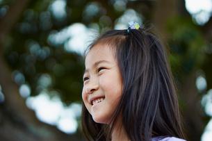 笑顔の女の子の写真素材 [FYI02055552]