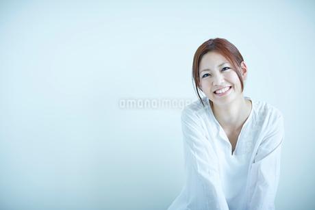 笑顔の女性の写真素材 [FYI02055816]