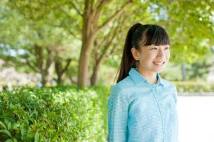 笑顔の10代女性の写真素材 [FYI02056014]