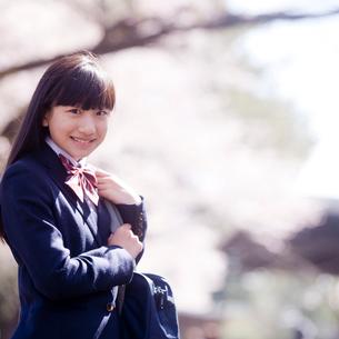 笑顔の女子中学生の写真素材 [FYI02056307]