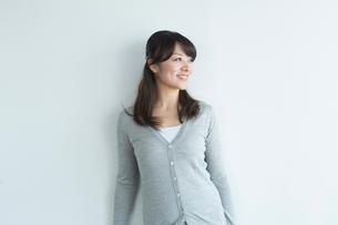 笑顔の女性の写真素材 [FYI02056359]