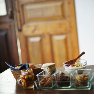 テーブルの上の朝食の写真素材 [FYI02056567]