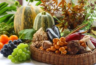 秋の野菜と果物の集合の写真素材 [FYI02056599]