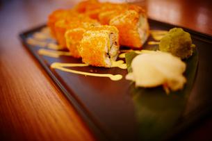 巻き寿司 トビコロールの写真素材 [FYI02056766]