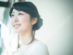 笑顔の女性の写真素材 [FYI02056779]