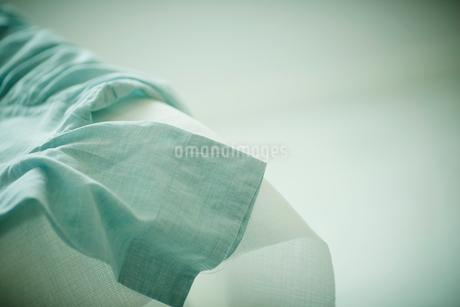 アイロン台の上にのった洋服の写真素材 [FYI02056780]