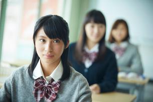 授業中の女子学生の写真素材 [FYI02056847]