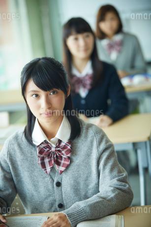 授業中の女子学生の写真素材 [FYI02057171]