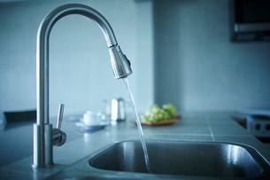 キッチンの水道の写真素材 [FYI02057243]