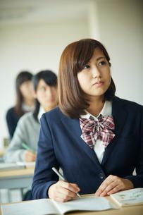 授業中の女子学生の写真素材 [FYI02057252]