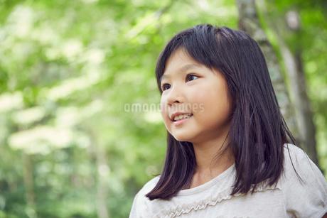 笑顔の女の子の写真素材 [FYI02057587]