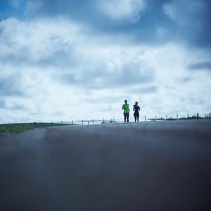 ランニングをするミドル夫婦の写真素材 [FYI02057633]