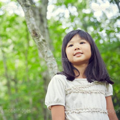 笑顔の女の子の写真素材 [FYI02057837]