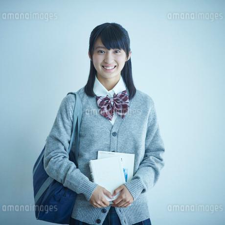 女子学生のポートレートの写真素材 [FYI02057884]