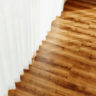 カーテンとフローリングの床に射す光の写真素材 [FYI02057943]