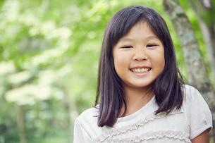 笑顔の女の子の写真素材 [FYI02058038]
