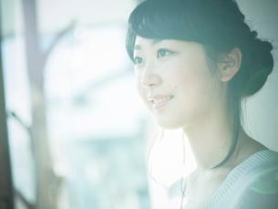 笑顔の女性の写真素材 [FYI02058314]