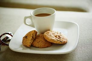 クッキーとコーヒーの写真素材 [FYI02058342]