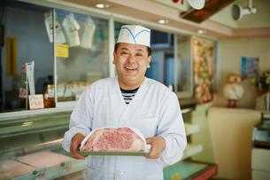 肉屋の店員の写真素材 [FYI02058497]