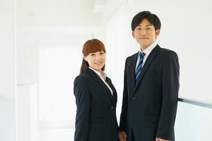 ビジネスマンとビジネスウーマンの写真素材 [FYI02058576]