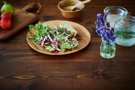 テーブルの上の朝食の写真素材 [FYI02058589]