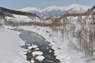 寒河江川と月山雪景の写真素材 [FYI02058634]
