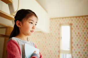 女の子の横顔の写真素材 [FYI02058665]