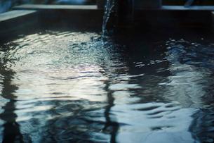 温泉の湯船の写真素材 [FYI02058749]