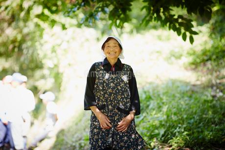 笑顔の農婦の写真素材 [FYI02058912]