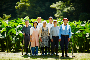 農家の人々集合の写真素材 [FYI02058917]