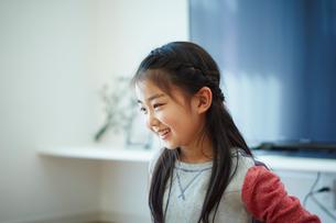 笑顔の女の子の写真素材 [FYI02059034]