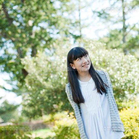 笑顔の10代女性の写真素材 [FYI02059260]